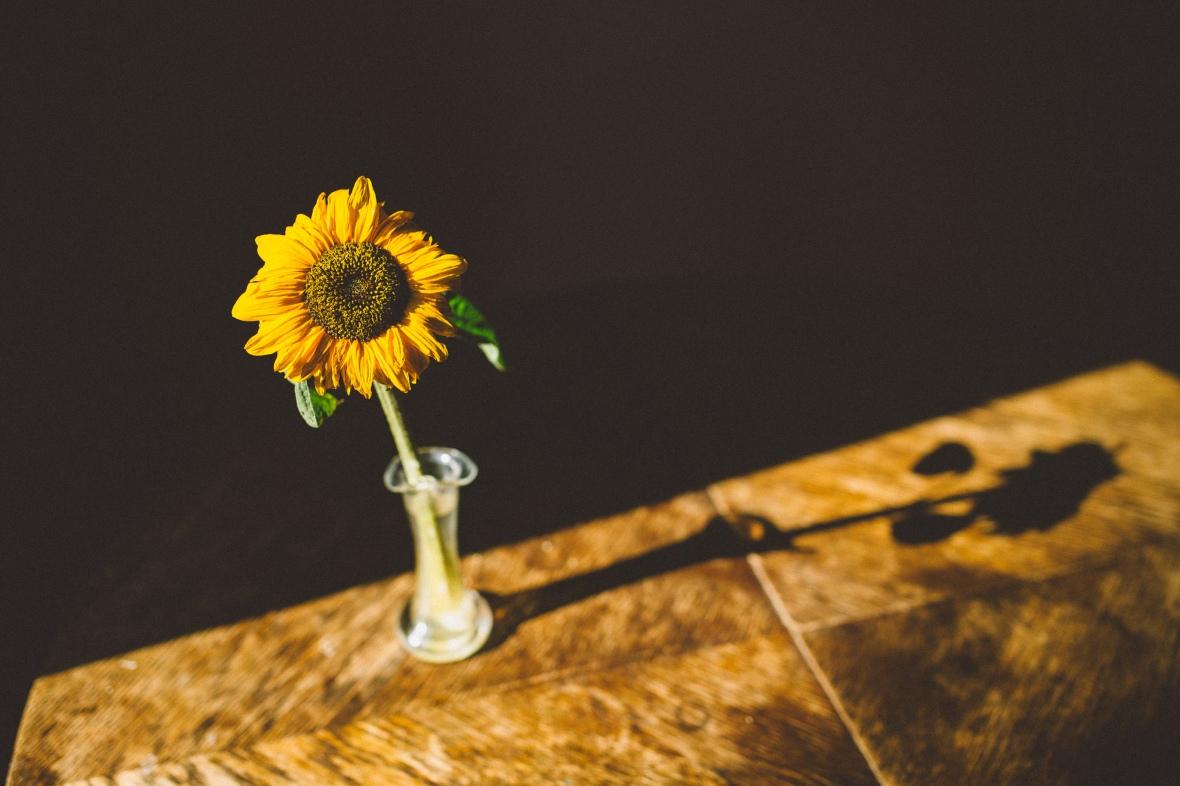 FlowerOnTable-001